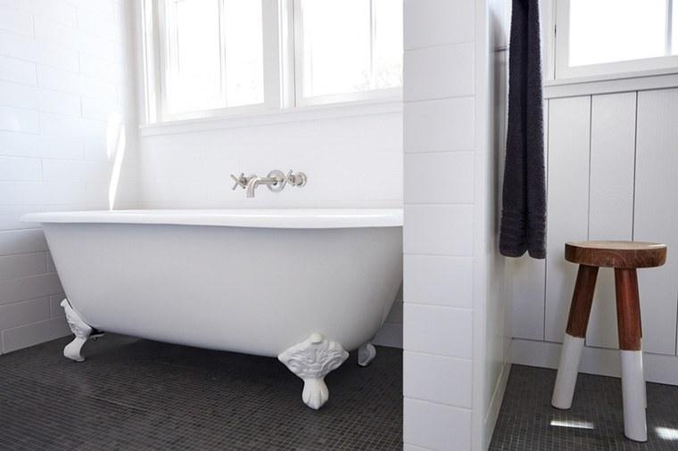 Clawfoot tub refinishing kit