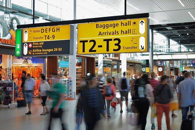airport-384562_640