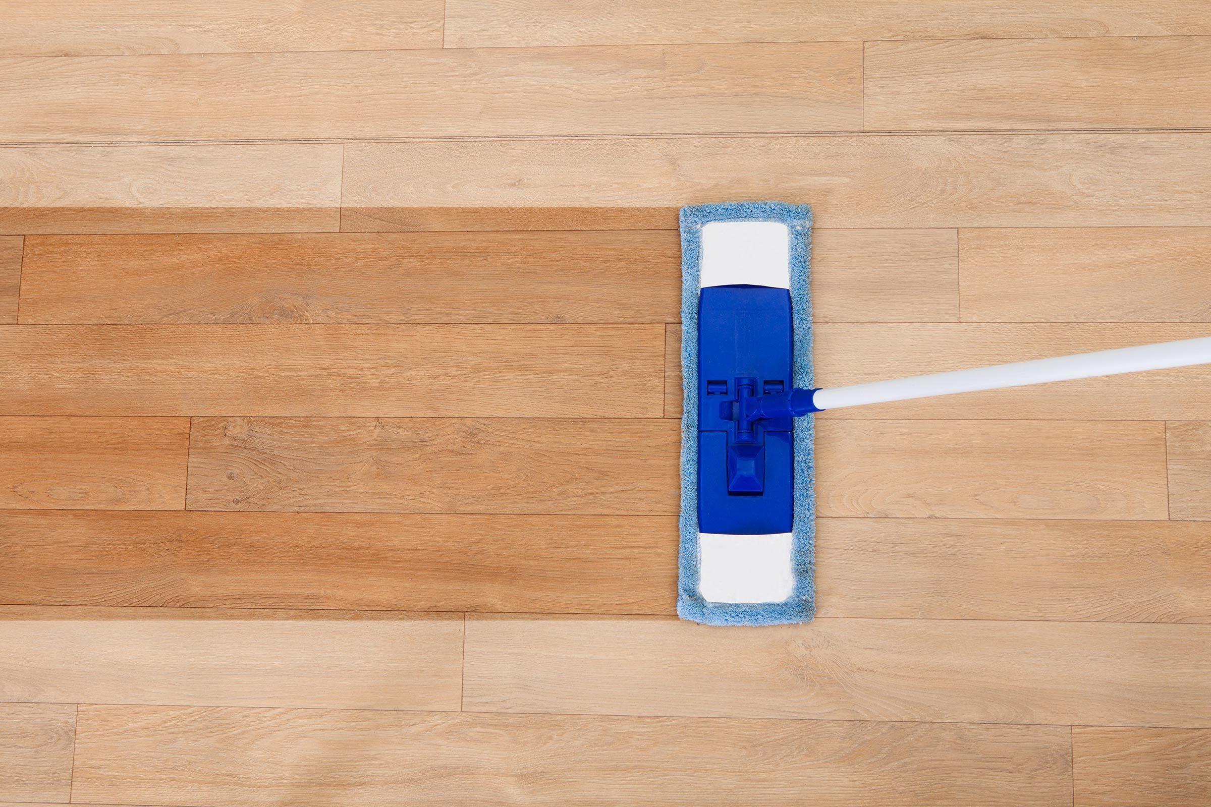 cleaning vinyl flooring